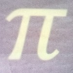 Buchstabe Pi hinter Vorhang